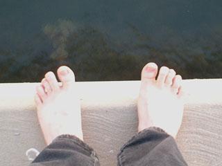 [feet.jpg]