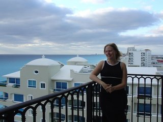 r_on_cancun_balcony.jpg